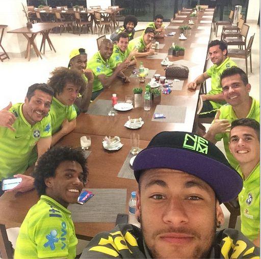 Le dernier selfie de Neymar et du Brésil - http://www.actusports.fr/110230/dernier-selfie-neymar-du-bresil/