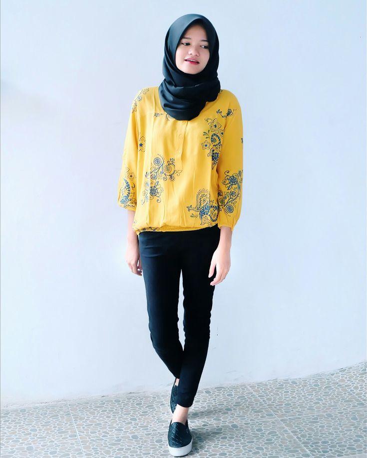 Yellow blouse hijab black jogger pants and slip ons hijab school outfits