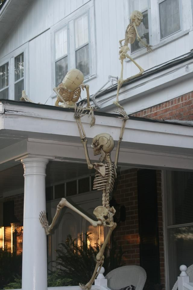 Creative DIY Outdoor Halloween Decorating! Don't forget to follow us on Twitter for new products, sales and crafty ideas. https://twitter.com/RusticFarmhouse Visit & Like our Facebook page! https://www.facebook.com/pages/Rustic-Farmhouse-Decor/636679889706127