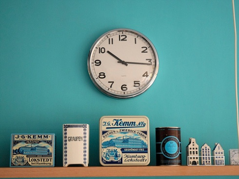 TurquoiseOld House, Ideas, Vintage Typography, Blue Wall, Colors, Aqua Wall, Blue Vintage Kitchens, Turquoise Kitchen, Clocks