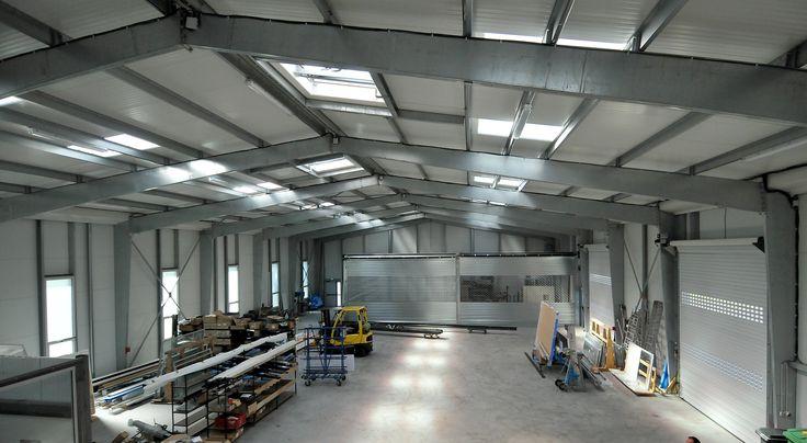 Hangar métallique GALCO : la solution pour des entrepôts de stockage lumineux et agréables.