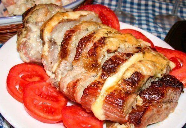 Мясо, запечённое с сыром Ингредиенты: ● мясо (карбонад) - 600г;