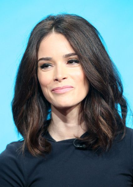 Abigail Spencer Photos Photos - Actress Abigail Spencer speaks onstage at the 'Timeless' panel discussion during the NBCUniversal portion of the 2016 Television Critics Association Summer Tour at The Beverly Hilton Hotel on August 2, 2016 in Beverly Hills, California. - 2016 Summer TCA Tour - Day 7