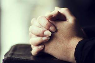 8 reasons prayer is good for you | Deseret News