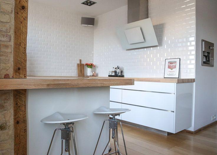 Jeg har af flere omgange vist jer billeder af mit køkken, bl.a. før/efter billeder, sneak peek billeder inden vi rigtig kom på plads samt en DIY guide til metrofliser til væggene. Jeg har dog aldri…