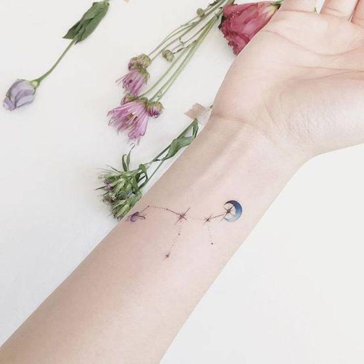 Tatouage constellation coloré