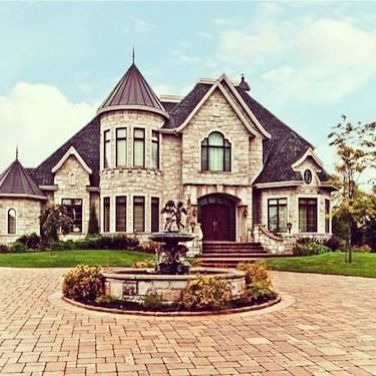 What a beautiful home… We wish we lived here! #dream #home