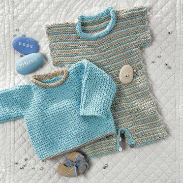 Layette et pull tricotés au point mousse en bleu et marron pour bébé
