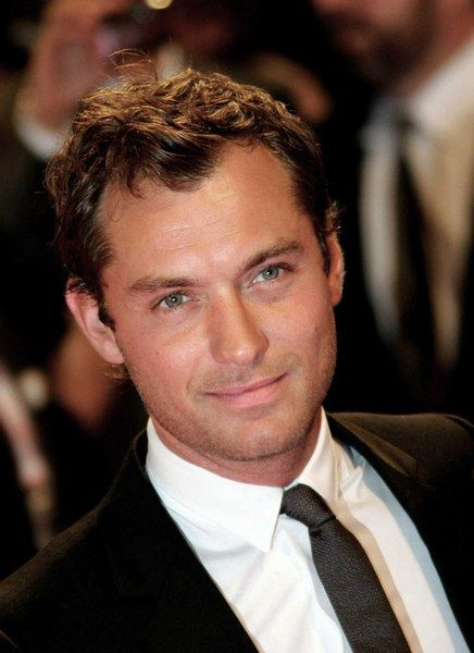 Jude Law, such a different hottie