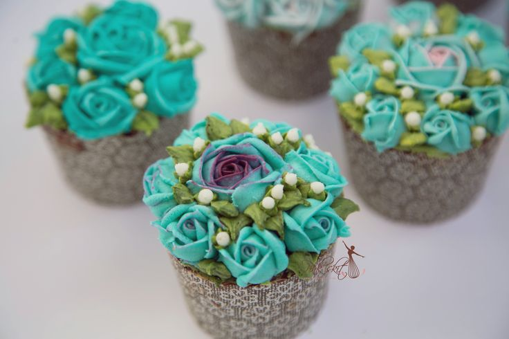 Flower cupcake by butter cream - Elsa fan