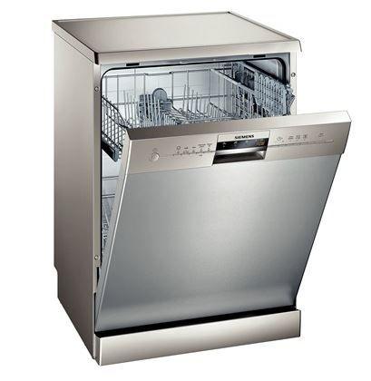 Siemens SN25L830TR -12 kişilik geniş iç hacim ve A+ enerji tüketim performansıyla Siemens SN25L830TR bulaşık makinesi sınıfının en ideal makinelerinden biri olmayı başarıyor. Parmak izi tutmayan inox yüzeye sahip bu makine mutfağınızın şıklığını tamamlar. 5 farklı programa sahip bu makine her türlü yıkamaya uygun bir program sunarak içinizi rahatlatır.