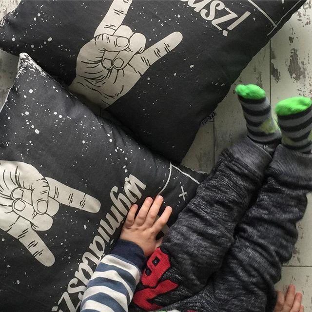 Sesja zdjęciowa  i poduszki tato wymiatasz  #dzienojca #dzienmatki #instamatka #pracazdalna #idealnapraca