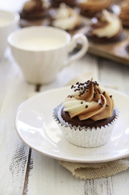 nutella cupcakes almOnd butter vanilla cream cheese frOsting
