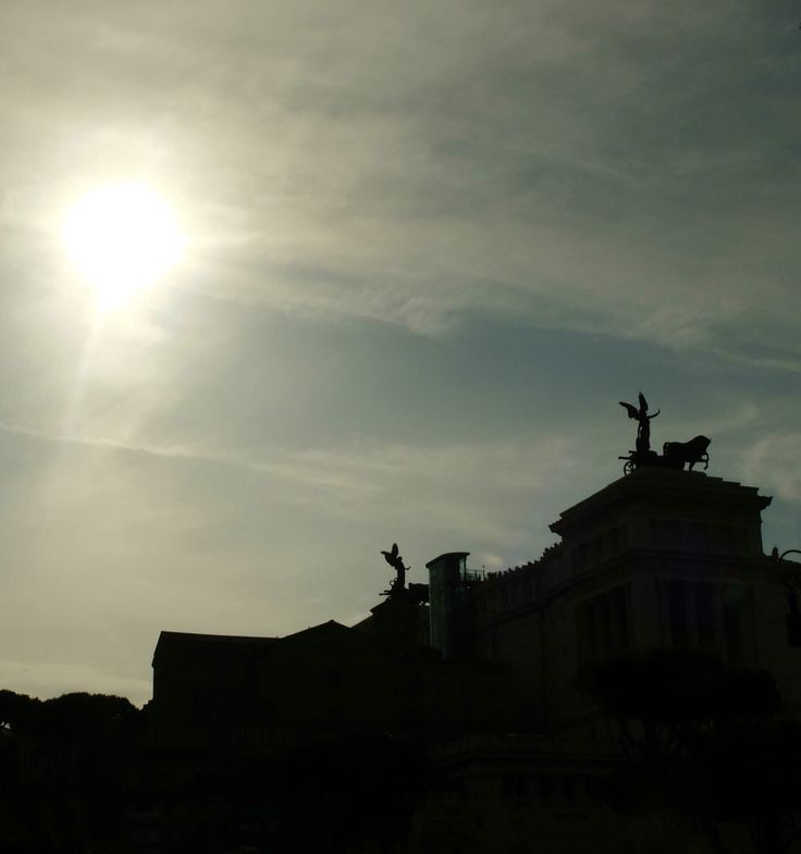silhouette of piazza venezia