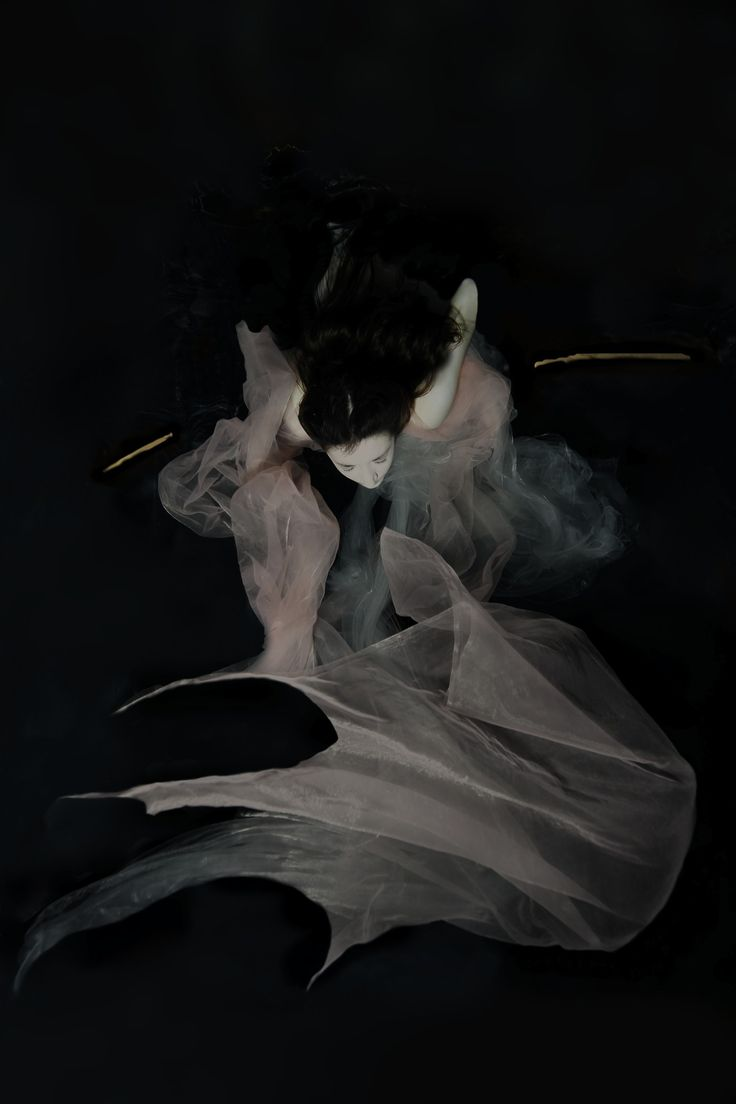 Enchantingly Ethereal Underwater Portraits by Gabriele Viertel