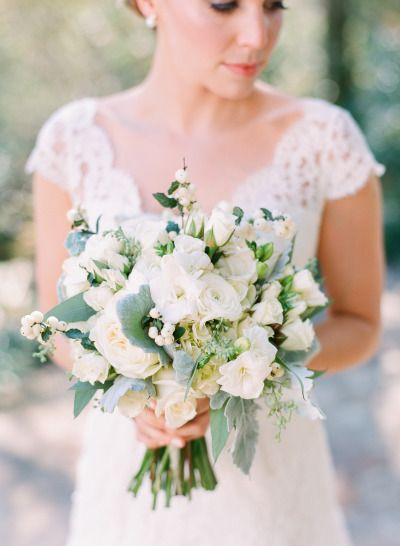 White bouquet: http://www.stylemepretty.com/2014/10/13/intimate-southern-wedding-dressed-in-neautrals/ | Photography: Adam Barnes Fine Art Photography - http://adambarnes.com/