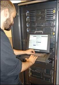 Tieto- ja tietoliikennetekniikan perustutkinto antaa tarvittavan perusosaamisen alan tuotanto-, asennus-, huolto- ja kunnossapitotehtäviin. Koulutusohjelmasta valmistuu ICT-asentajia.