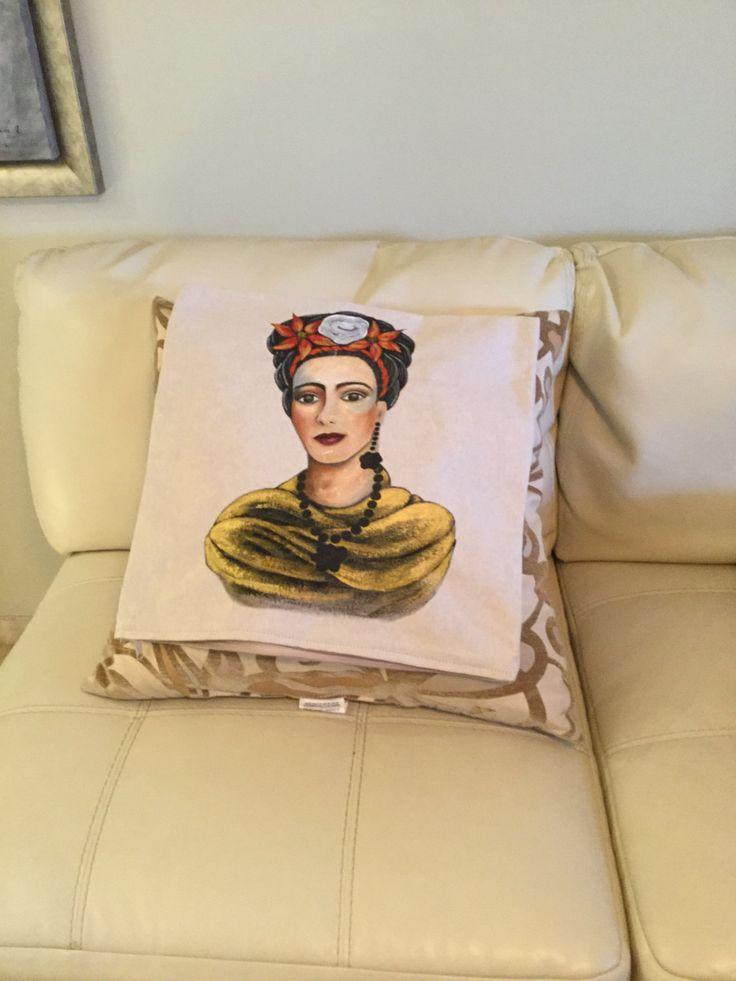 Cojin de Frida elegante para decorar cualquier area de Carminaalcalaart en Etsy