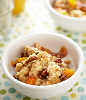 Slow Cooker Oatmeal with Peaches, Pecans and Maple Syrup