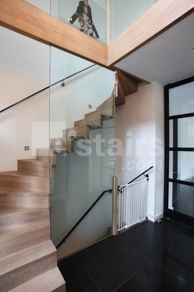 https://i.pinimg.com/736x/7b/3f/be/7b3fbe8202d2eb82972c2cc9806b1794--den-haag-staircases.jpg