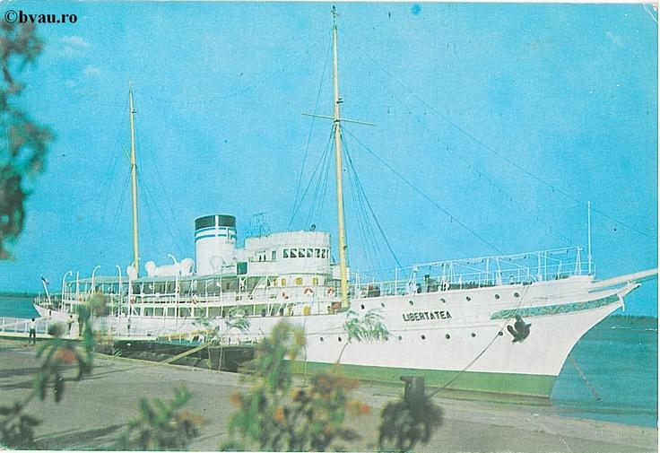 """Vasul  hotel-braserie  Libertatea, Galati, Romania, anul 1966.  Imagine din colecţiile Bibliotecii Jedeţene """"V.A. Urechia"""" Galaţi."""