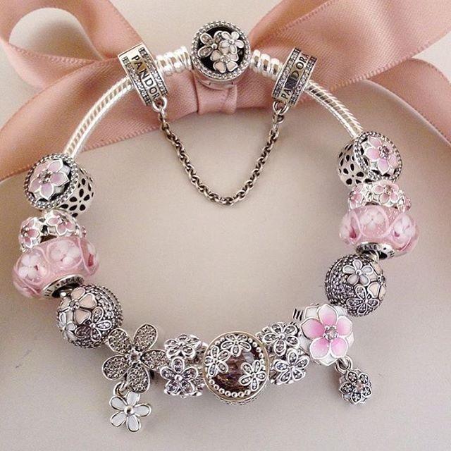#hermesthailand #versace #bracelet #jewelry #sbn #siambrandname #sos #bkk #fashion #ladieswear #bangkokfashion #pandora #lovebird