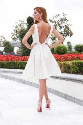 Fidan Şimşek // Gardırop Gurusu Sırtı Dekolteli Volanlı Ekru Elbise: Lidyana.com