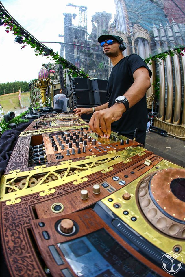 Tomorrowland commissioned a set of steampunk DJ equipment