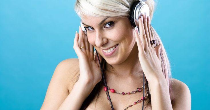 Ventajas de escuchar música mientras se trabaja. Las opciones de música y cómo la escuchamos se ha multiplicado en los años recientes. Con la invención de iTunes, la radio por Internet y varios dispositivos móviles, las personas pueden escuchar música en casi cualquier sitio. Aunque algunas personas prefieren trabajar con música y otras sin ella, existen beneficios de escuchar mientras trabajas.