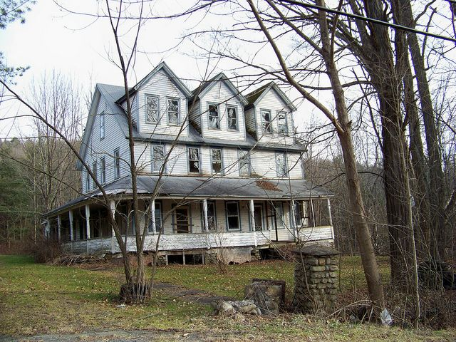 1000 images about old farm houses on pinterest farm for Abandoned mansions in new york for sale