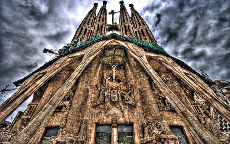 готический Храм Святого Семейства