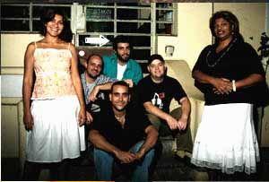"""A Rádio Catraca disponibiliza este programa em parceria com o Centro Cultural da Juventude Ruth Cardoso A entrevista que você escuta faz parte da terceira edição do Interfluxo que tem como tema o samba. Os convidados são Helder e Kiko. [audio:http://143.107.94.84:8001/file/ccsp/interfluxo_helder.mp3] Helder iniciou na bateria da escola de samba paulista Mocidade Verde e Branco. Na...<br /><a class=""""more-link""""…"""