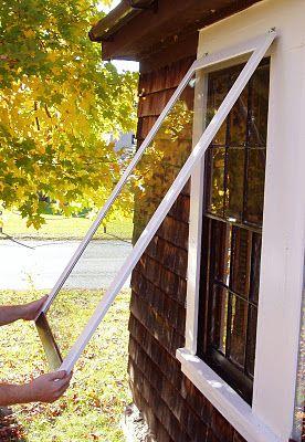Hacer esto por dentro de cada ventana, para colgarlos en verano con rejilla y que no entren los mosquitos. How to make wooden storm window