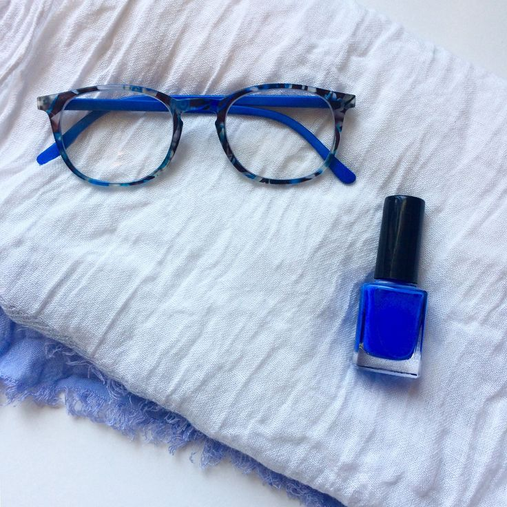 Painted readers paired with polish and scarf!! 💙💦🐳