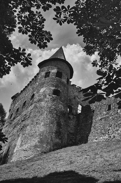 bwstock.photography - photo | free download black and white photos  //   #medieval #castle #Stara-Lubovna