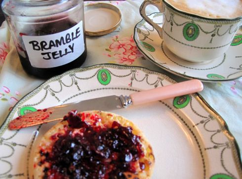 Fat Hen foraging tips & recipes (bramble jelly) - Eat the seasons! (Spring is time for nettles, fern fiddles, dandelion greens - etc. - summer is berries.)