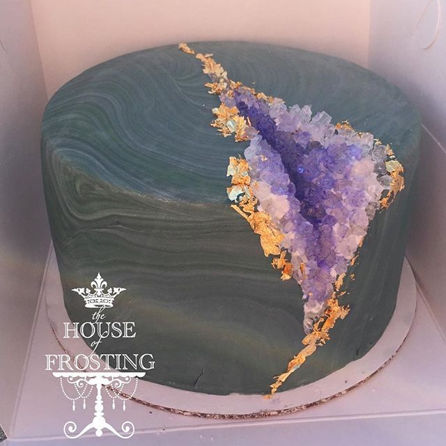 Another geode cake, because SPARKLY! #thehouseoffrosting #geodecake #geode #amethyst #cake More