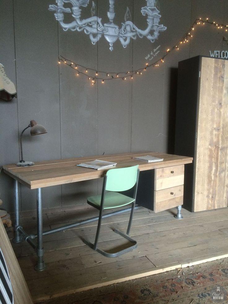 Stoere steigerhouten tafel met steigerbuizen frame. Ook in eiken verkrijgbaar!