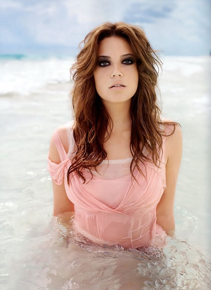 Mandy Moore loving the color....pretty much what im going for