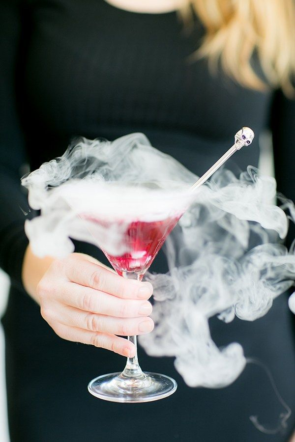 Smoking Blueberry Lavender Martini  Recipe / Halloween Cocktails / Halloween Party Ideas / Cocktail Recipes