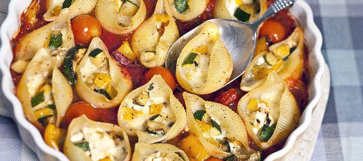 Pastaschelpen met groenten en geitenkaas Pasta Shells with vegetables and goat cheese