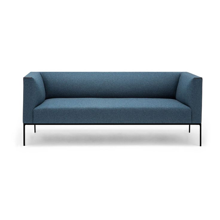 Raglan is a modular sofa system designed for collaboration areas in corporate, public and private spaces. Highlighted for its great comfort and character, its form is defined by the upholstered perimeter seam.