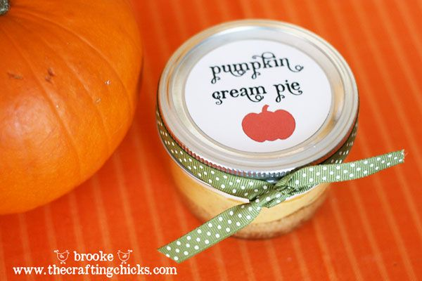 Adorable Mini Pumpkin Cream Pies from The Crafting Chicks. Adorable neighbor gifts or for Thanksgiving Potluck Party