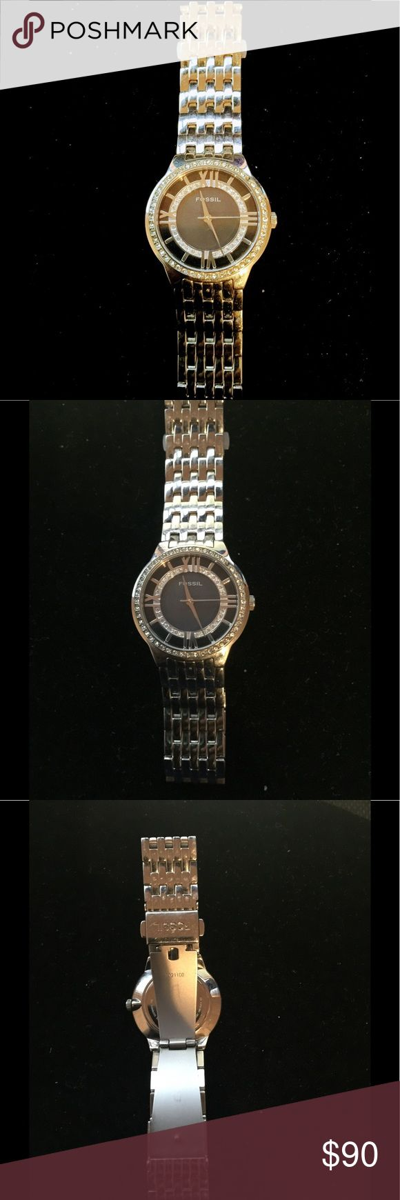 Women's Fossil Watch Beautiful Fossil watch that I had for a few years but never had the opportunity to wear. Missing a small diamond in the outer part of the face but barely noticeable. Needs new batteries but worked well past time I wore it. Fossil Accessories Watches