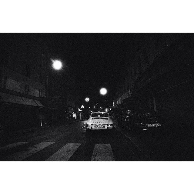 WEBSTA @ maximedelestre_ - 912 ride in Paris w/ @baptiste.dbrg#porsche #912 #porsche912 #aircooled #classic #luftgekühlt #drivetastefully #minolta #srt303b #minoltasrt303b #ninetwelve #ilford #delta3200 #AnalogueVibes #believeinfilm #analog #filmphotography #filmcommunity #buyfilmnotmegapixels #35mm #filmfeed #filmisnotdead #grainisgood #istillshootfilm #analogphotography #35mm #nofilter #paris #vintage #classiccars