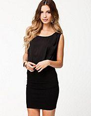 Oxford Dress från Vila. Klänning från VILA. Ärmlös modell med rundad halsringning. Figurnära kjoldel och kontrastmaterial upptill. Markerad ...