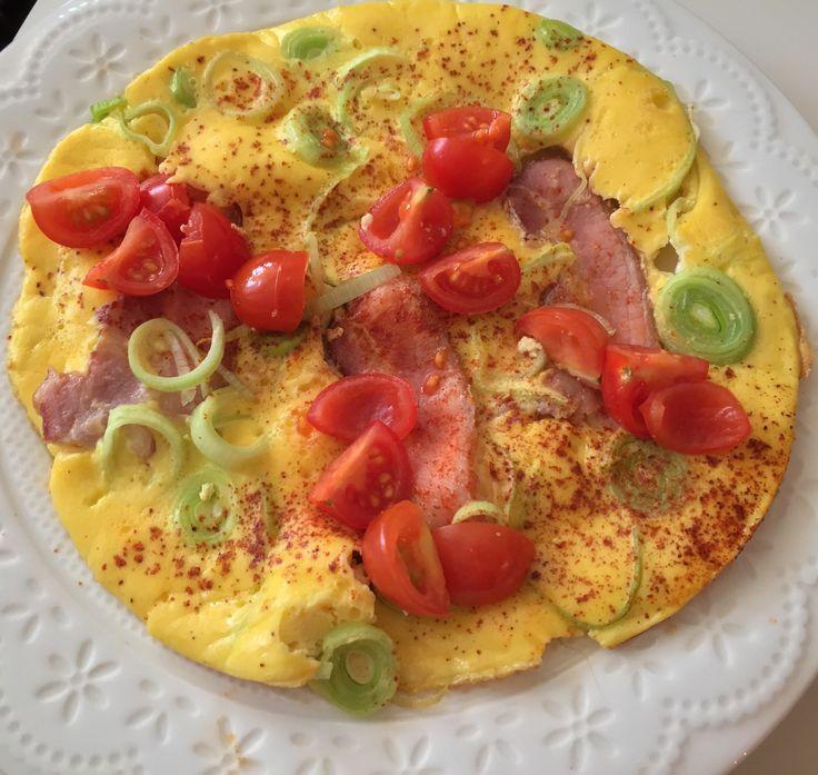 Eggepanne m/ bacon, purre og cherrytomater