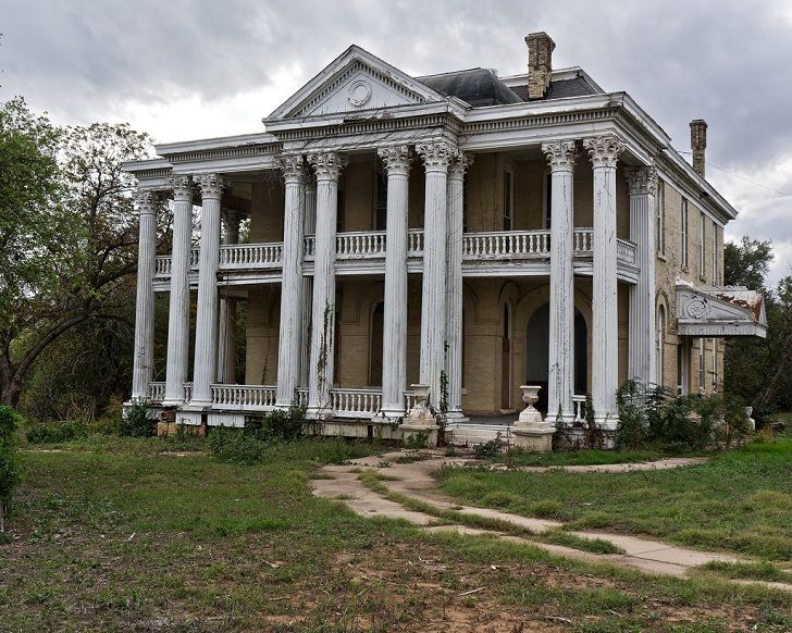 WALNUT RIDGE PLANTATION, 121 St Joseph St ,Gonzales, Gonzales County, TX. Walnut Ridge was built in 1901 by architect James Riely Gordon, for James Frances Miller. Miller did not live long enough to really enjoy his home. He died July 3, 1902. His wife Julia died April 15, 1912. Front View.