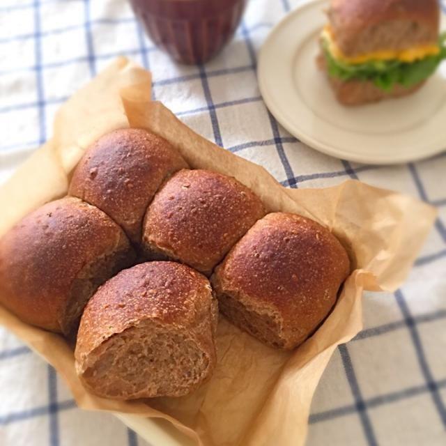 マルチグレイン入りで香ばしい茶色いちぎりパン♡ とりあえず、玉子をはさんで簡単サンド(^_^)♪ - 122件のもぐもぐ - ホーローバットで雑穀入りちぎりパン(酒種) by ずーみんまま