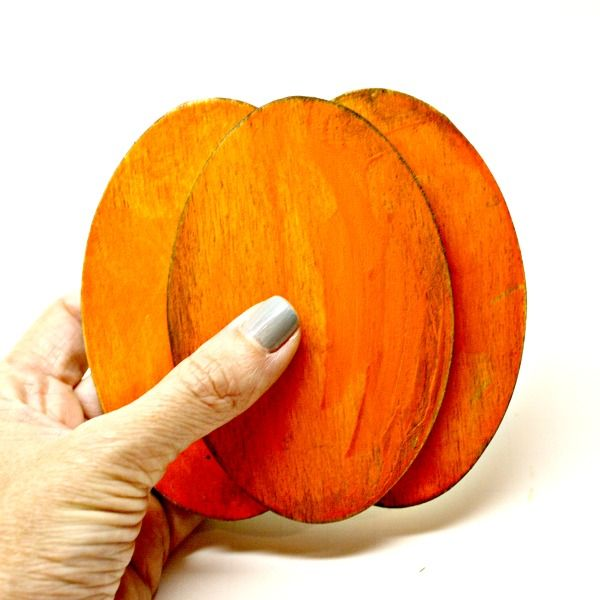 pumpkins with wooden ovals
